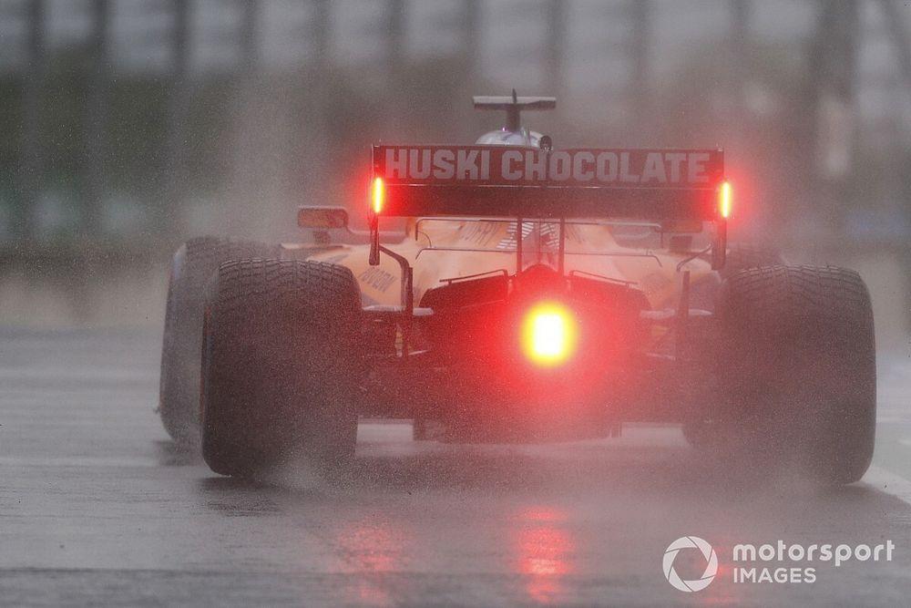 Почему никто в Ф1 не ездит в дождевых тренировках? Сайнс объяснил