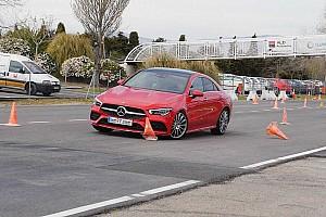 Kínszenvedés volt a Mercedes-Benz CLA-nak a jávorszarvasteszt