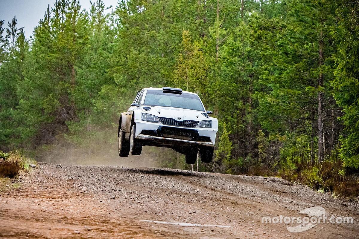 Bottas valódi rali-autóval tartja magát karban