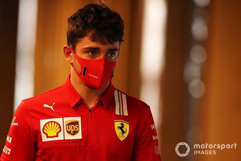 """Imprensa italiana detona Ferrari e chama Leclerc de """"kamikaze"""""""