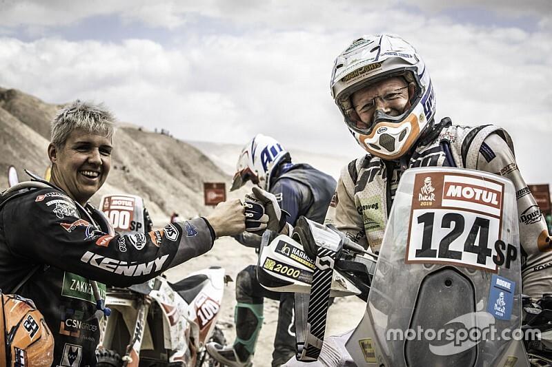 Jimmink loopt scheur in ruggenwervel op bij val Dakar