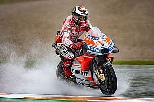 "Lorenzo's injury feels ""worse than expected"" in Valencia"