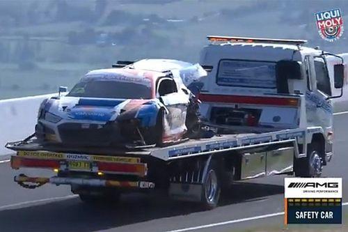 Félelmeteset csattant az Audi a Bathurst 12 órás futamon: videó