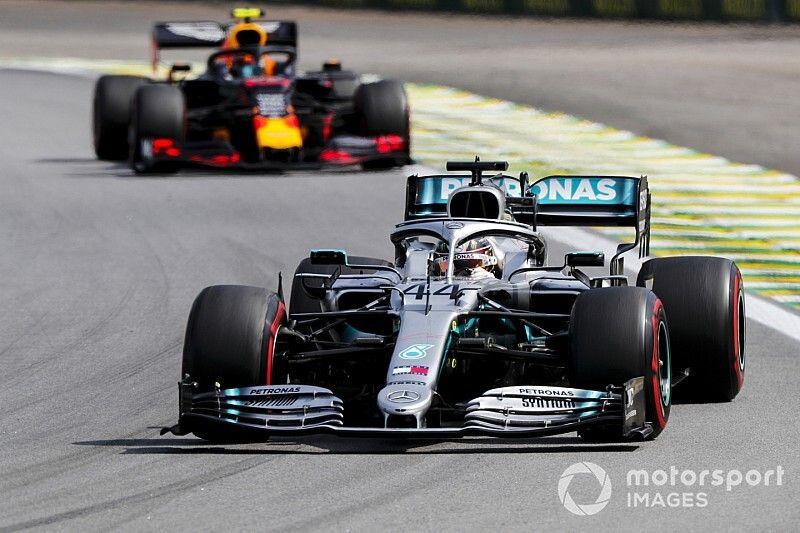 """Hamilton: """"Weet niet wat sterke Red Bull-vorm betekent voor 2020"""""""
