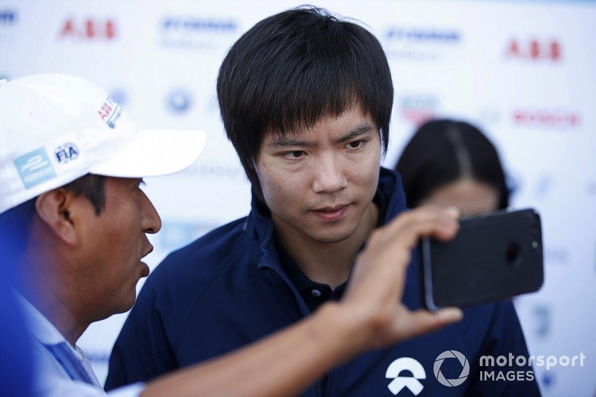 Piloto chino aclara el malentendido de su cuarentena en México