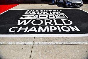Hamilton még nem bajnok, de már bajnoki parkolója van