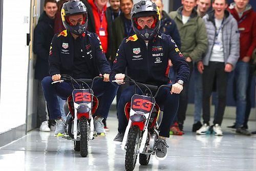 Red Bull: sfida in minimoto in factory per Verstappen e Albon
