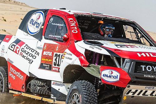 Alonso rolls Toyota on 10th Dakar stage