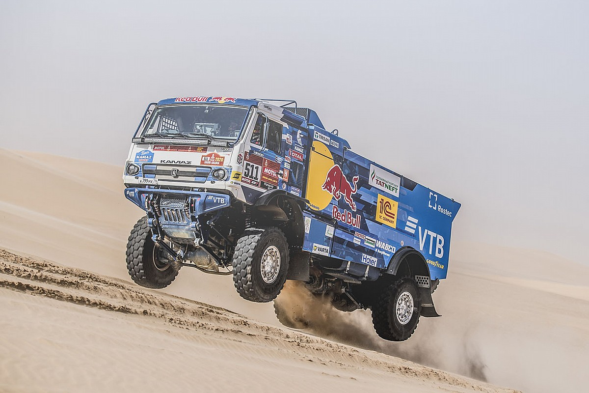 Гонщики на КамАЗах опередили всех на 11-м этапе «Дакара»