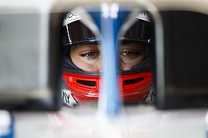 Лучшие фото с первых тестов Ф1 в Барселоне: среда
