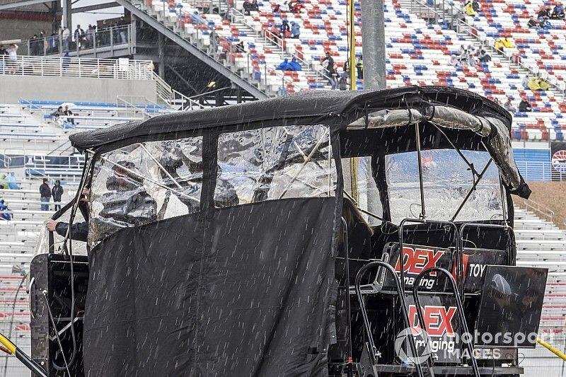 Remainder of Xfinity Las Vegas race postponed to Sunday