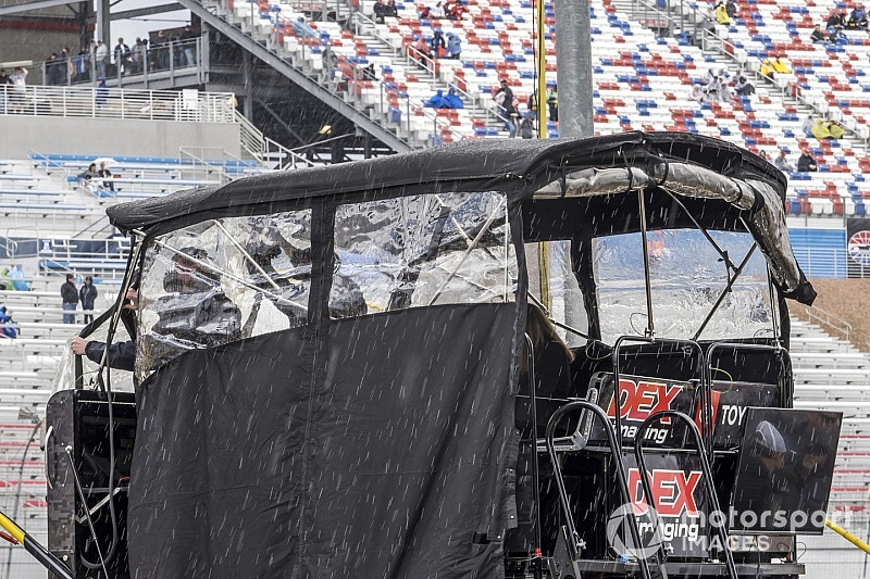 Remainder of Xfinity Las Vegas race postponed to Sunday