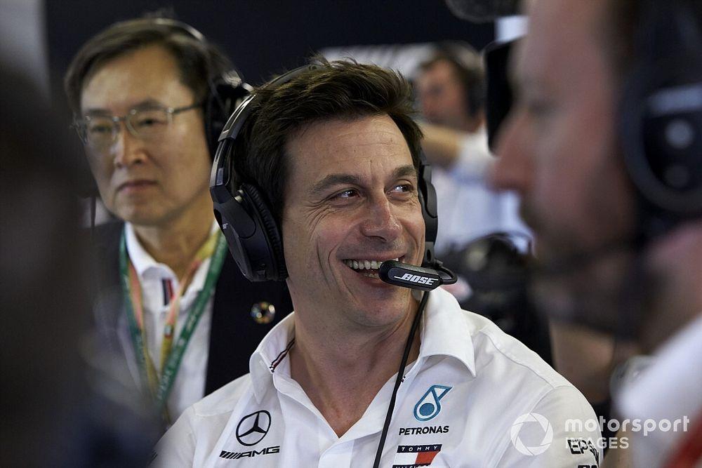 Вольф посмеялся над слухами о его разногласиях с боссом Mercedes