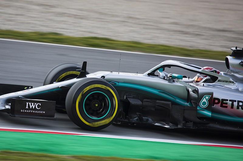 """Hamilton: Mercedes ne doit pas """"aller trop loin"""" face à Ferrari"""