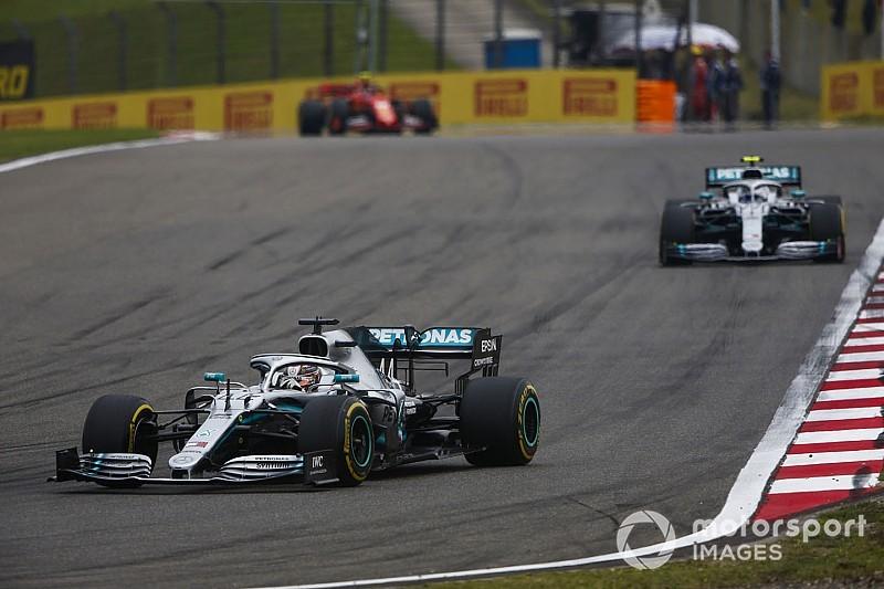 Hamilton domina e vence GP 1000 da F1 em nova dobradinha da Mercedes