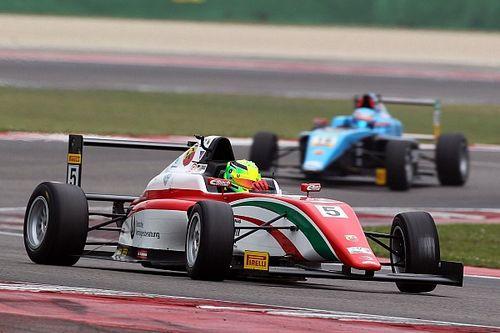 Mick Schumacher trionfa al debutto a Misano