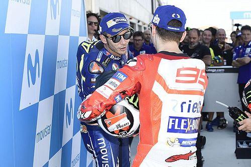 Lorenzo destaca la carrera de Rossi en redes y éste se lo agradece