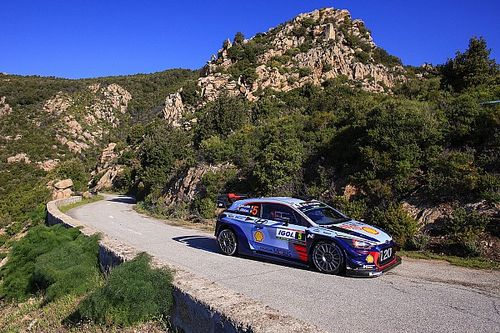 Corsica WRC: Neuville opens up advantage as Ogier hits trouble