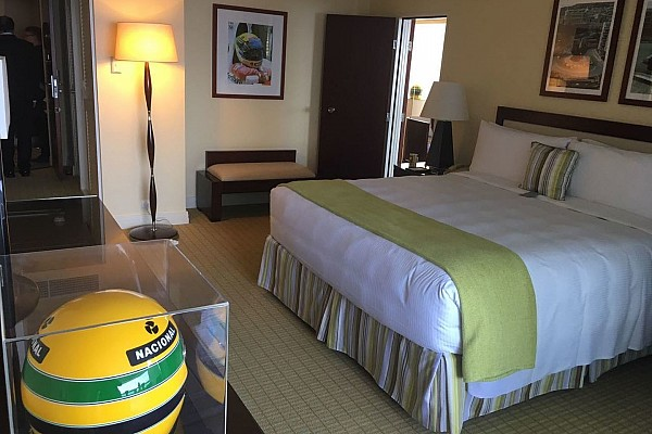 Fórmula 1 Últimas notícias Senna vira estátua e nome de suíte em hotel de Mônaco