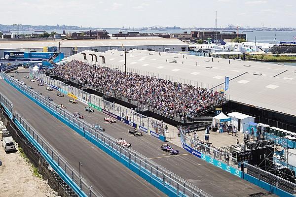 Формула E Видео: квадрокоптер опередил машину Формулы Е, а затем разбился