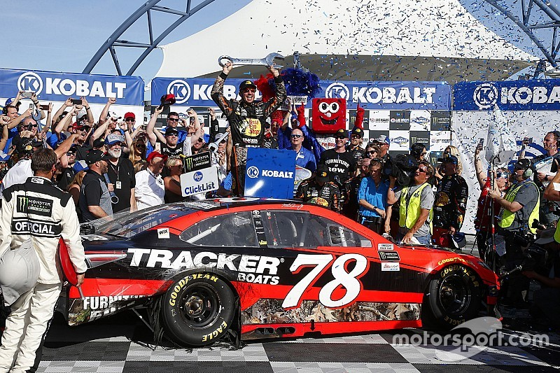 Truex takes Las Vegas win in dramatic finish