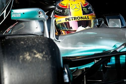 """Hamilton szerint a Mercedes """"1000-szer"""" jobbnak tűnik, mint a riválisaik"""