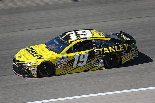 Suarez is racing for a lot more than a trophy this weekend at Kansas