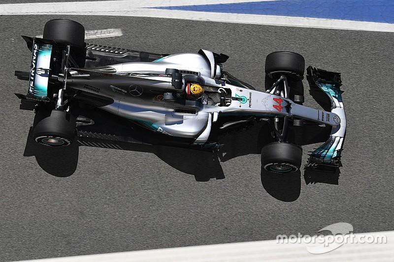 Mercedes-dupla a Ferrarik előtt Barcelonában délután