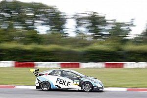 Files resiste ad Halder e vince Gara 1 al Nürburgring