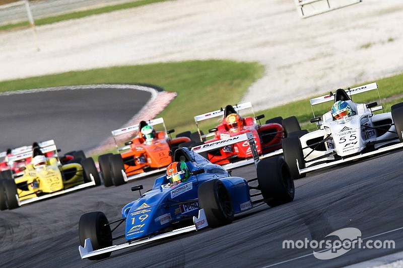 No cars finish Formula 4 race at Sepang