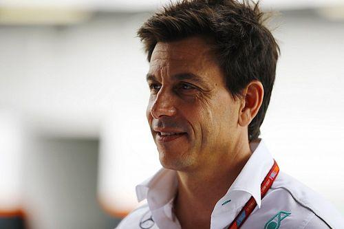 Wolff piensa que Mercedes debe mejorar para 2018