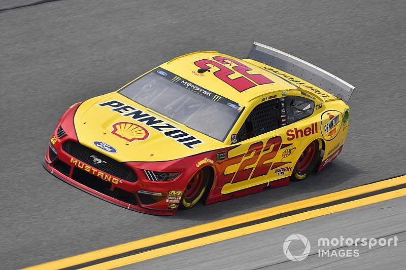 Joey Logano takes Stage 1 win with last-lap pass of Harvick