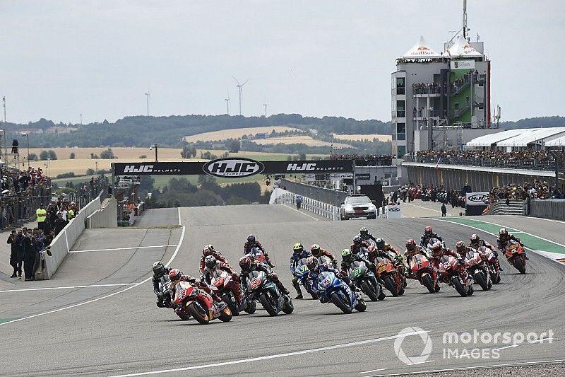 MotoGP sluit twee races per weekend uit