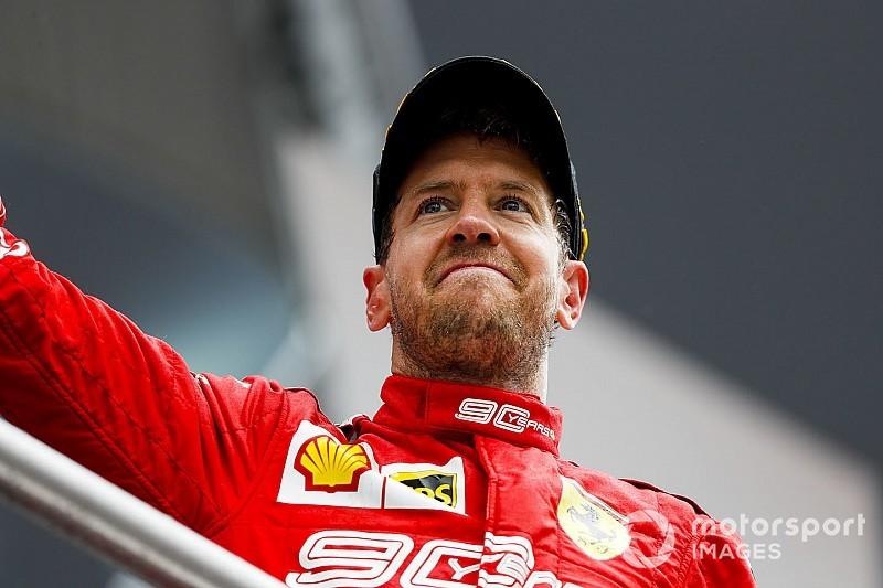 Hallgasd a tömeget, amikor Vettel előz a második helyért: videó
