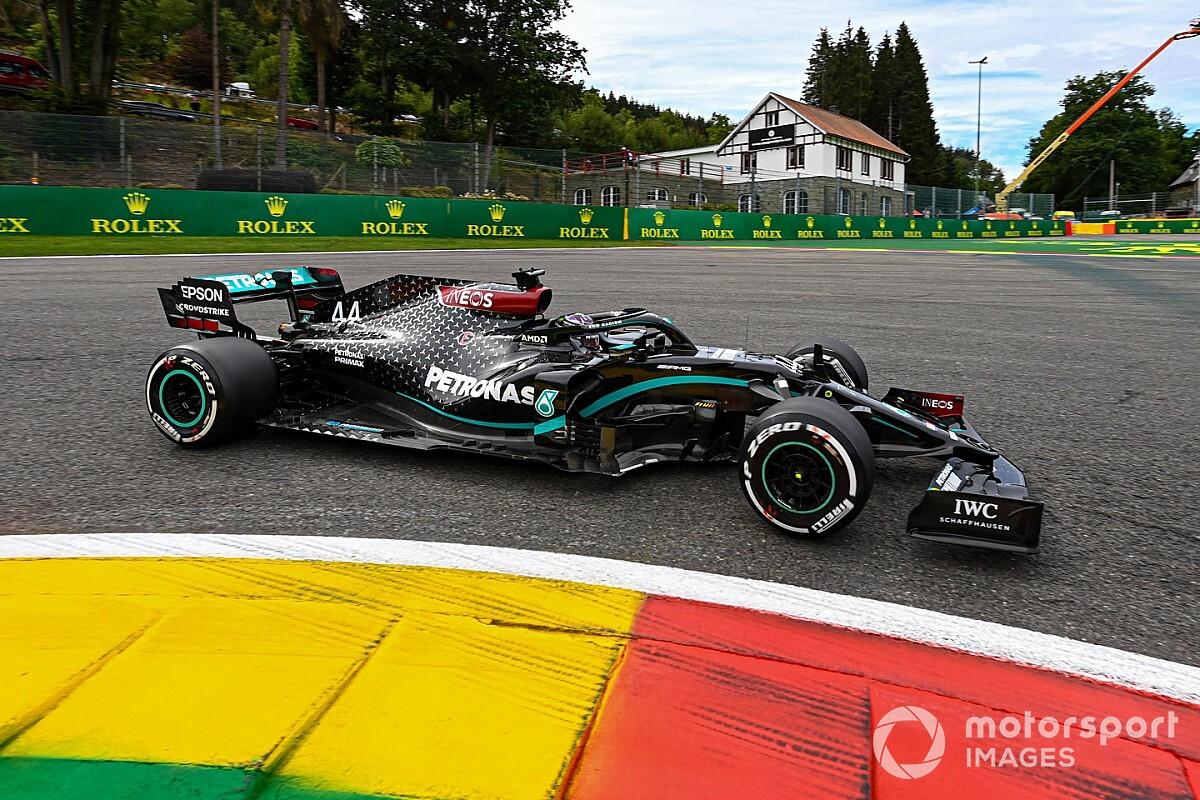 """Hamilton: """"Zit dicht bij elkaar, maar Red Bull is iets sneller"""""""