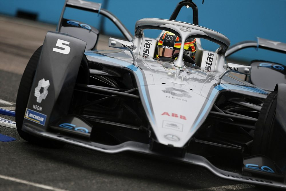 London E-Prix: Vandoorne takes pole for Mercedes