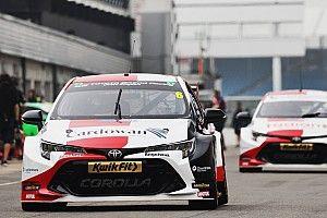 Silverstone BTCC: Butcher's Toyota dominates free practice