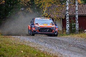 WRC, Rally Finlandia, PS13: Tanak si avvicina lento a Evans