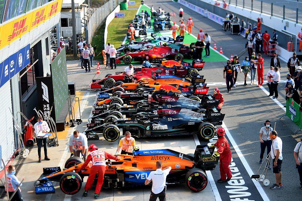 Mercedes-teambaas Wolff stelt drie auto's per F1-team voor