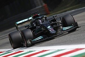 Mercedes leidt de dans in laatste training Monza, Sainz crasht