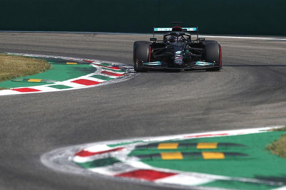 Mercedes F1 lidera una FP2 en Italia con susto de Sainz