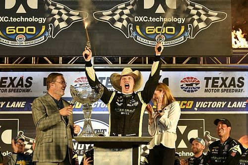 Texas IndyCar: Newgarden holds off Rossi in thrilling finish