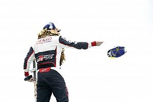 Alonso filosofisch na zege Le Mans, verliezer Lopez in tranen