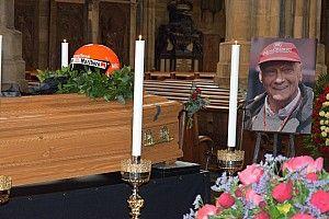 Nagyon nagy nevek Lauda temetésén