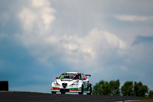 Slovakia WTCR: Ma takes first win with Alfa