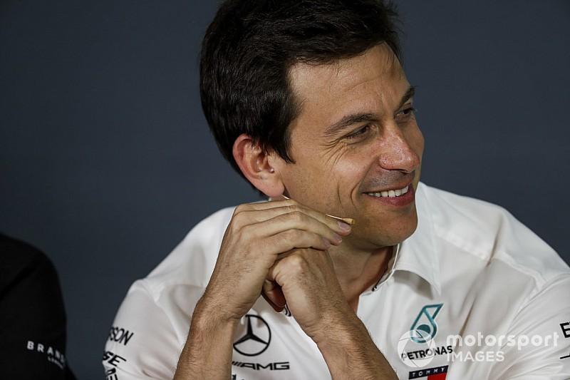 A Red Bull új kávéja miatt járt náluk a Mercedes csapatfőnöke?