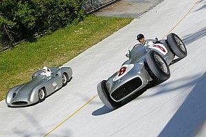 Хэмилтон против Мосса на раритетных Mercedes: у нас есть 48 фотографий из Монцы