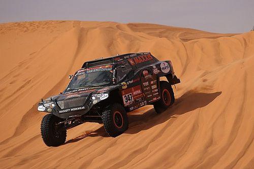 Coronels ondanks kapotte rollbar aan finish negende Dakar-rit