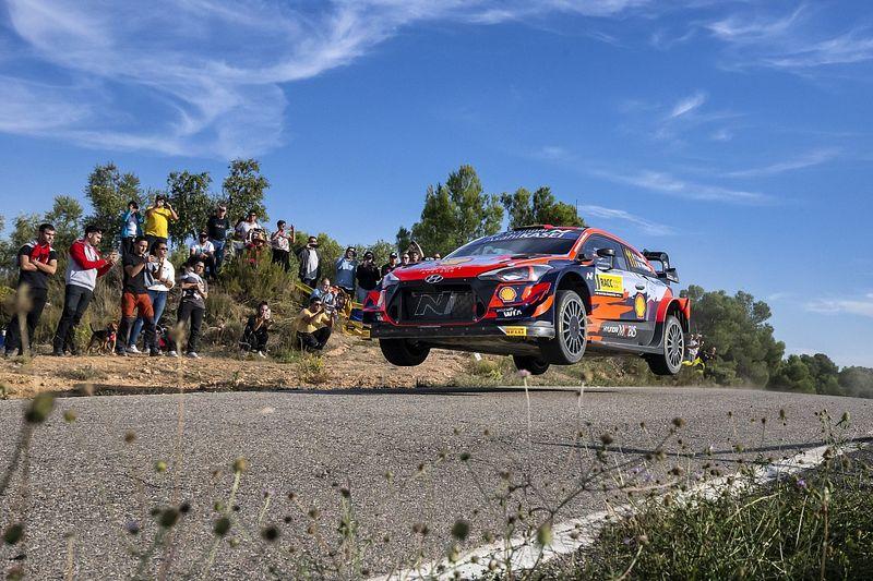 Spain WRC: Neuville in command as Ogier fights back