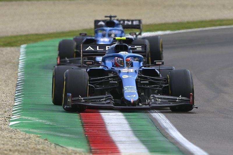 Vídeo: el divertido pique de Alonso y Ocon antes del GP de Francia